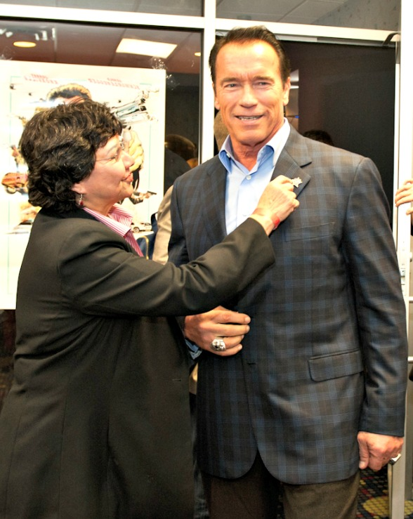 Sheriff Lupe Valdez gives Arnold Schwarzenegger the Sheriff's Star